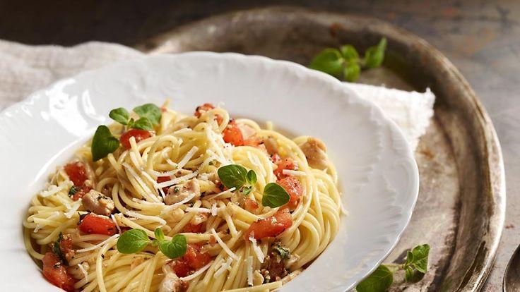 Špagety s kuřecím masem a rajčatovou salsou