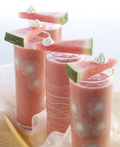 Watermelon surf: watermelon, strawberries, coconut cream and ice. (Um, yummy!)