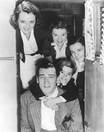 """(left to right) Mary Astor, Walter Pidgeon, Judy Garland, Scotty Beckett, and Freddie Bartholmew in a publicity shot for """"Listen, Darling"""""""