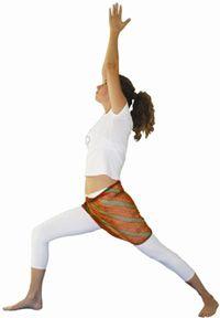 Virabhadrasana I Postura do Herói I  Alivia dores das costas e ciático Tonifica os músculos abdominais Alivia problemas digestivos Dá força, flexibilidade e equilíbrio Alivia rigidez das articulações.