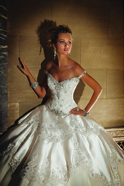 I just love Eve of Milady wedding gowns !! This one is beautiful <3