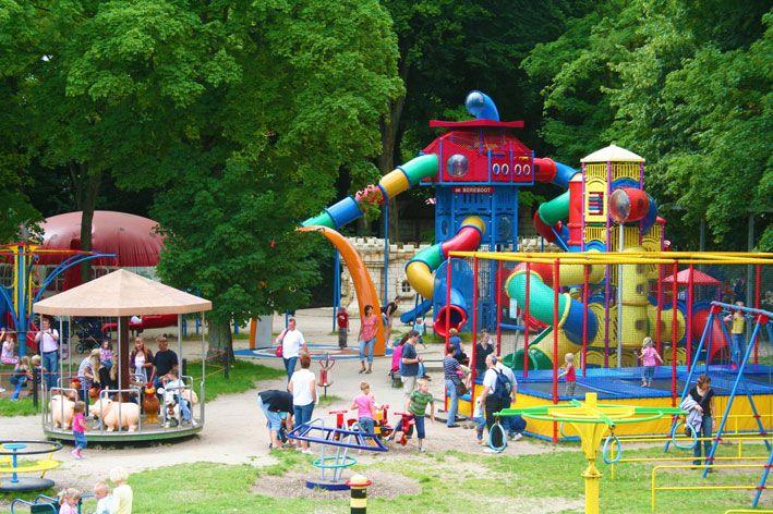De Sprookjeshof; Attractiepark, speeltuin en kinderboerderij in Zuidlaren met als hoofdthema een aantal sprookjes