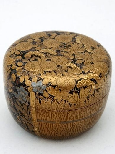 Natsume Tea Caddy by Akihide, Autumn Flowers by Bamboo Fence; Meiji period; 19th century. Maki-e sprinkled gold and gold foil on black lacquer ground; H: 6.8 cm