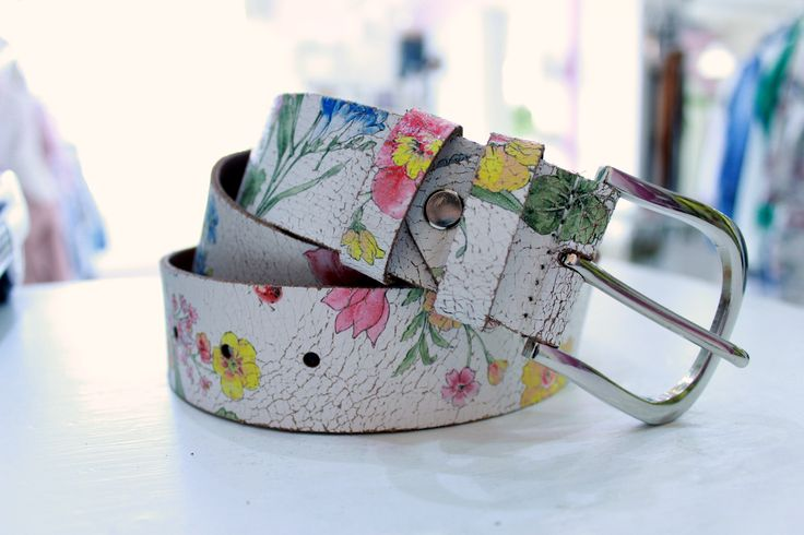 Flowery leather belt