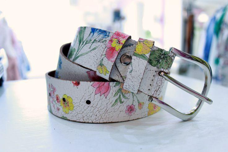 Flowery leather belt