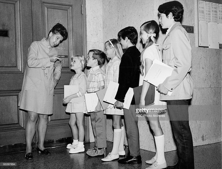 BUNCH - 'The Brady Bunch at Courthouse' 1969 Ann. B. Davis, Susan Olsen, Mike Lookinland, Eve Plumb, Christopher Knight, Maureen McCormick, Barry Williams