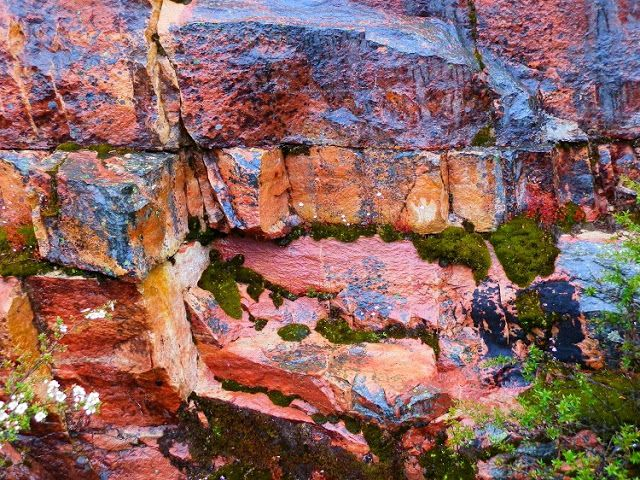 Water, Rock layers and colours ... #Grampians, #Victoria, #Australia