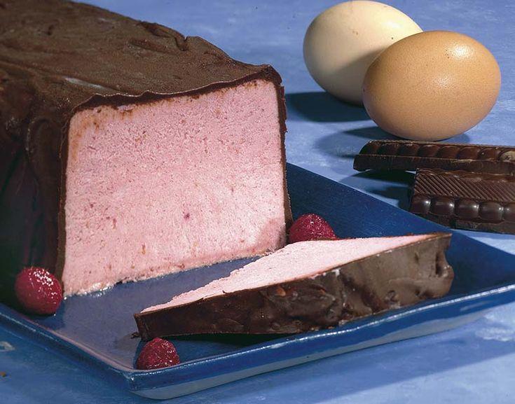 IJscake met frambozen in chocoladejasje