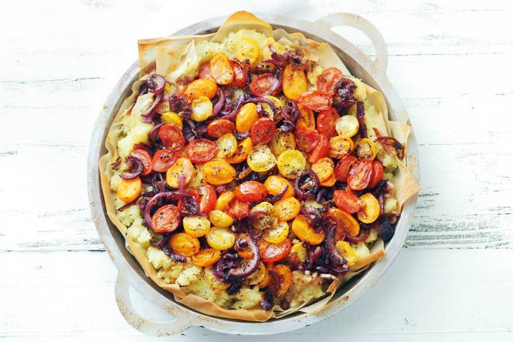 Quiche zonder room en kaas? Kan prima. De puree maakt hem romig - Recept - Hartige taart met tomaat & ui - Allerhande