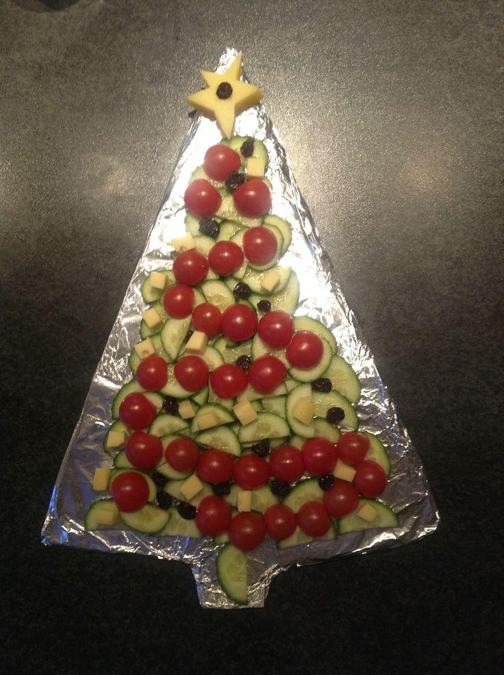 rauwkost kerstboom voor kerstdiner op school