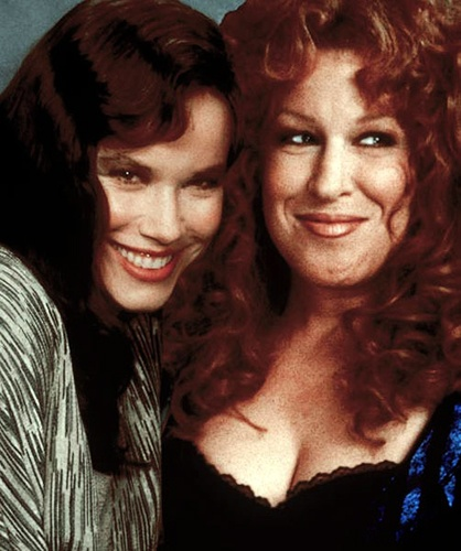 BEACHES-R2L-Bette Midler( CC Bloom ),Barbara Hershey( Hillary Whitney Essex )from R to L