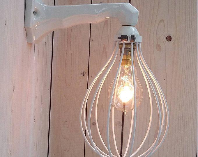 Industriële lamp, gemaakt van brocante Franse porselein Lamphouder en nieuwe metalen frame. Vintage. Licht. Verlichting. Dutch Design.