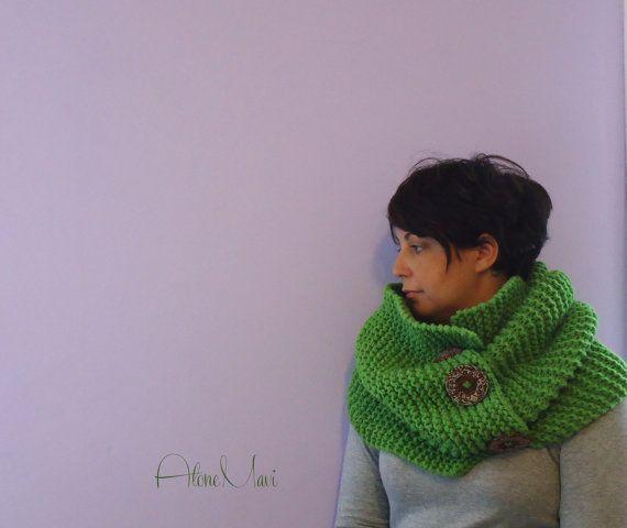 scarf chunky maxi sciarpa lana con bottoni handmade maglia knittining  su https://www.etsy.com/it/listing/203960785/maxi-sciarpa-lana-anello-camino-verde?ref=shop_home_active_1