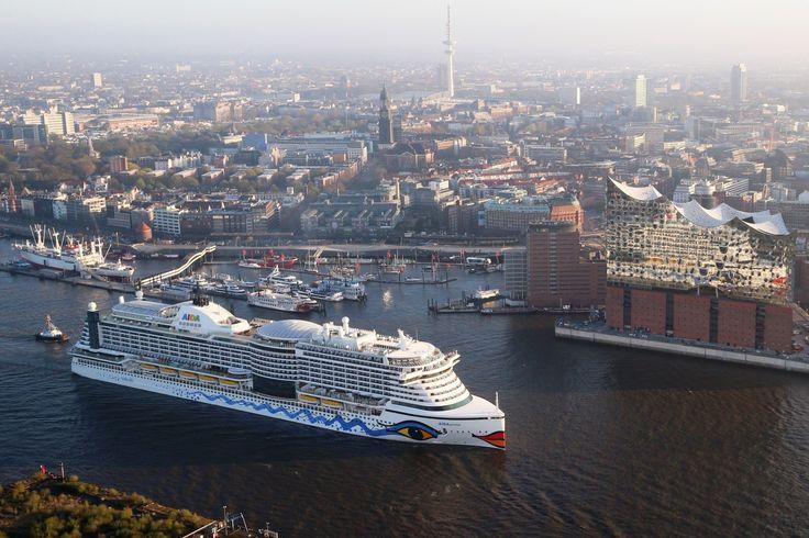 AIDAprima im Hamburger Hafen