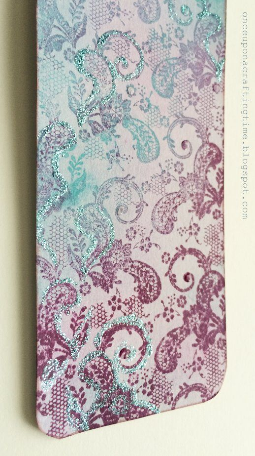 Distress Ink bookmarks in the shades of blue and pink