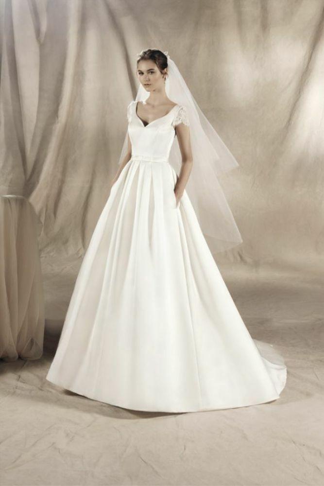 http://www.gatehousebrides.co.uk/wp-content/uploads/2017/03/white-one-dresses-YAREMI-B.jpg