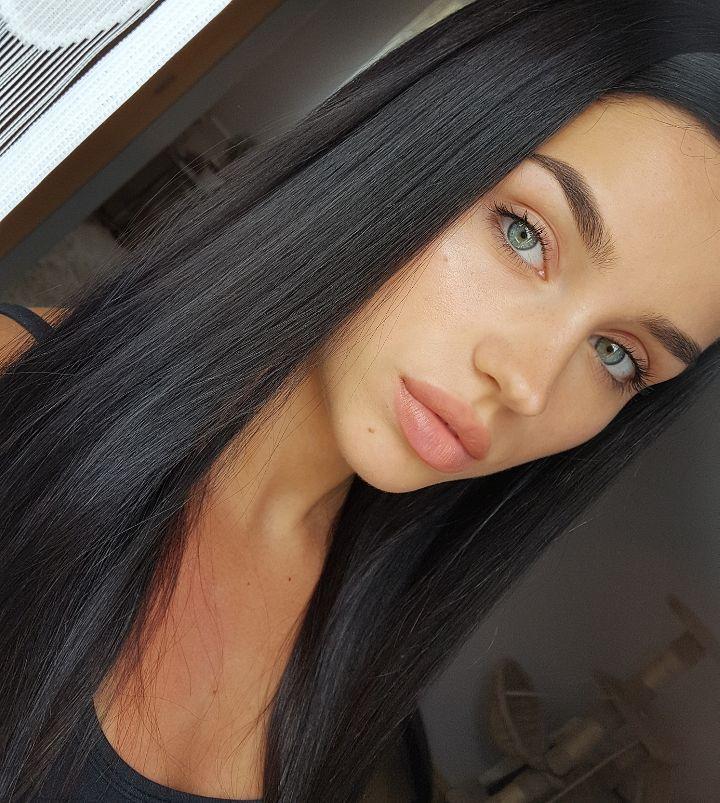 Yuliamiia Auf Instagram When Your Skin Is Sunfucked Dark Hair Blue Eyes Light Brown Hair Hair Beauty