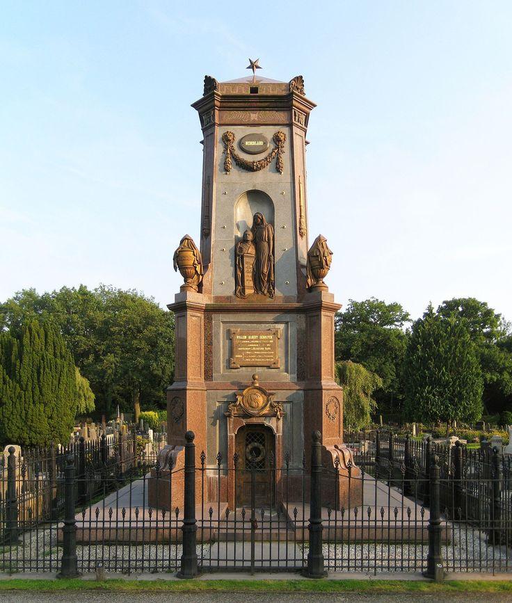 Monumentaal graf van W.A. Scholten. Zuiderbegraafplaats, Hereweg, Groningen. The Netherlands.