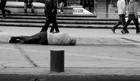 ΤΟ ΚΟΥΤΣΑΒΑΚΙ: Σε δεύτερη μοίρα ο άνθρωπος στην Ελλάδα της κρίσης... Υποχωρούν τα δικαιώματα των πολιτών στην Ελλάδα της κρίσης. Στο στόχαστρο οι ασθενέστεροι Τι δείχνουν τα στοιχεία του Συνηγόρου του Πολίτη. «Ο στόχος της αύξησης των κρατικών εσόδων τείνει να παίρνει το προβάδισμα έναντι...