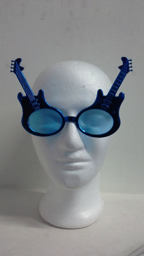 Para una fiesta muy Rockera, puedes utilizar estas gafas de guitarra. #ArticulosParaFiestasTematicasCali #FiestaTematicaHoraLocaPereira
