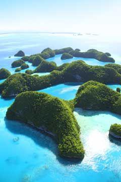 大小様々な島が集まる「セブンティアイランド」。パラオ旅行の観光スポットまとめ。