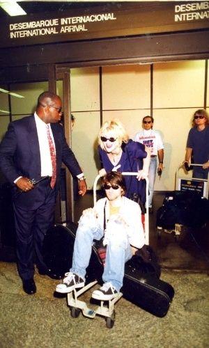 Kurt Cobain e Courtney Love no aeroporto de Guarulhos, em São Paulo, 15,jan,93.