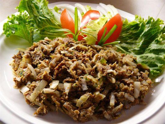 Keumamah adalah masakan khas Aceh yang dibuat dari bahan baku ikan. Ikan yang digunakan biasanya adalah ikan tongkol yang dikeringka dengan cara dijemur, lalu direbus dan kemudian disalai. Ikan kering ini diiris tipis - tipis dan dimasak dengan kentang dalam kuah kari yang kental. Orang luar Aceh sering menyebutnya ikan kayu.