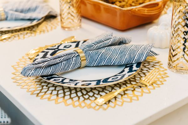 Navy Blue, White, & Gold Placesetting // Gold Flatware, Gold Napkin Rings, Gold Chevron Glasses, Gold Placemat