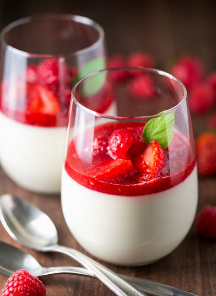 This Panna Cotta is a stunning yet easy NO BAKE Italian dessert you'll ! It can be made ahead so is ideal for entertaining. Try the Jello Strawberry Parfait as well!