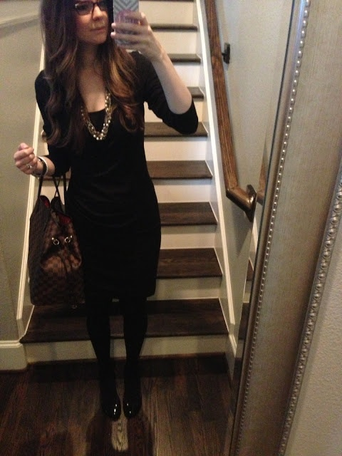 Veronika's Blushing: Pregnancy Outfits from the Last Few Weeks - Banana Republic Dress, F21 necklace