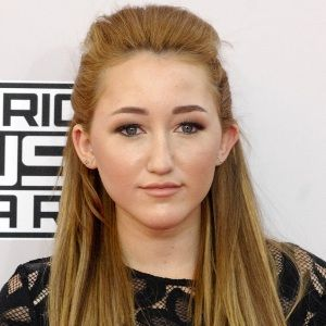 Noah Cyrus (American, Television Actress) was born on 08-01-2000.  Get more info like birth place, age, birth sign, biography, family, relation & latest news etc.