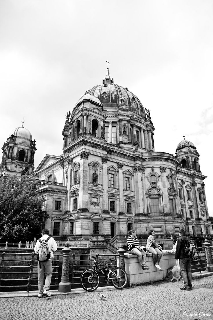 Lifestyle Portraits in Berlin - Fun, Family, Art and Romance