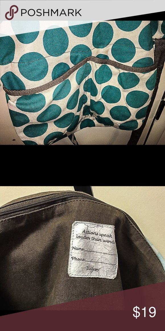 31 Retro Metro Bag Blue Mod Dot Purse 31 Retro Metro Bag Blue Mod Dot Purse. Used & shows signs of use but still a fully functional purse and can be used for a long time to come. I believe there are pen marks on the bottom of the inside Thirty-One Bags Crossbody Bags