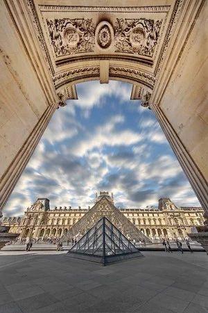*ルーヴル美術館の見所* 壮大な建物に圧巻される。