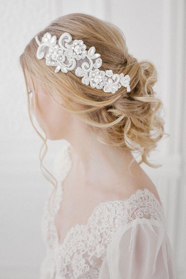 Romantic updo | Ekaterina Golovacheva | see more on: http://burnettsboards.com/2015/08/brides-morning/