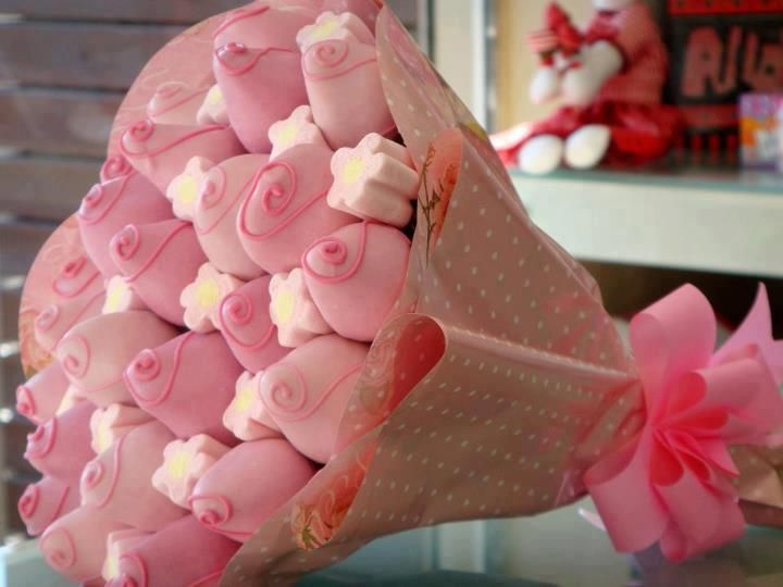 So creative, strawberries and marshmallows as a bouquet