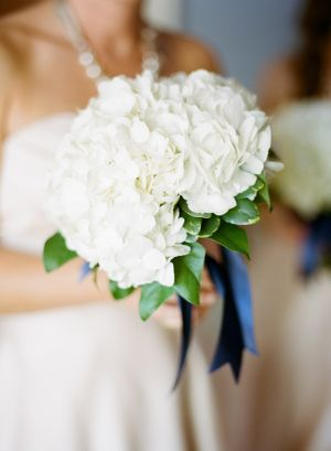 White Hydrangea Bouquet | photography by http://www.oliviagriffin.com/