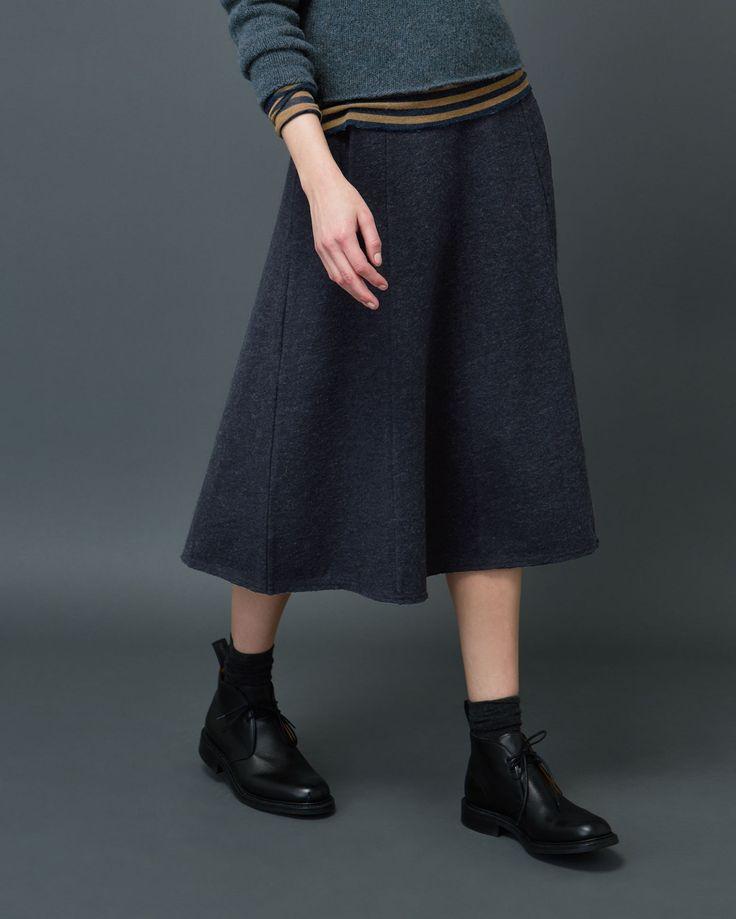 Flattering skirt, skimming over the hips and flaring out below, in a soft, felted wool/cotton jersey. Two welt pockets. Concealed zip.