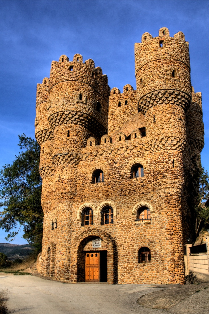 Castillo las Cuevas (Castle of the Caves) was constructed single-handedly by Serafin Villarán (1935-1998), a factory welder. In 1977, at age 42, Villarán got the idea to construct a castle-like structure. He used stones collected from nearby rivers, canto rodado in Spanish, pebbles which are rounded & have a smooth surface due to erosion produced by river flow.  The castle has 5 stories & circular towers with battlements. The interior is decorated with small colored stones, arranged in mosaic.