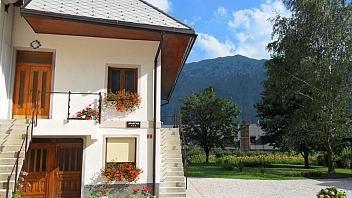 V Brdu (Bovec) se nahaja apartma za 3-4 osebe velikosti 40 m2, v 1. nadstropju stanovanjske hiše. O namestitvah preberite tudi na www.viaSlovenia.com