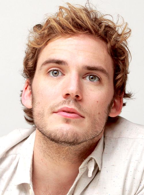 perfect Finnick, oh how i want to touch his hair...