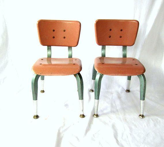 https://i.pinimg.com/736x/30/e8/b4/30e8b472d0840eaa6ad8479e6b0daa53--school-chairs-vintage-school.jpg
