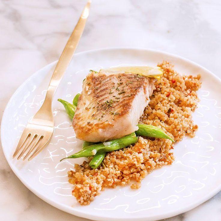 Tilapia al ajillo con una cama de Quínoa y ejotes  este va a ser mi almuerzo de hoy  gracias a @gsantarita porque en mi visita a Villahermosa me obsequiaron un buen de pescado delicioso para que lo cocinara acá en casa  quede encantada visitándolos y viendo todo el proceso de la cría de tilapia #chokolatpimienta #foodblog #foodbloger #bloggerchef #tilapia #pescado #villahermosa #cocinasaludable #delicious #yum #yummy #receta #foodphoto #foodstylist #foodgram #foodstyling