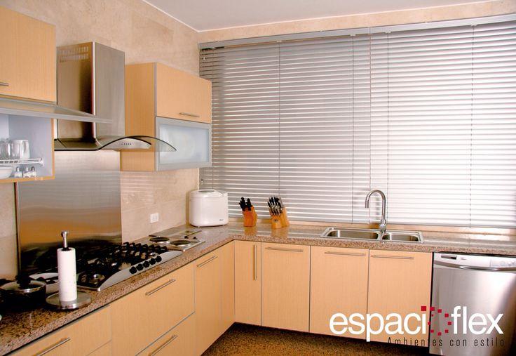 Una opción sobria para espacios comunes son las persianas horizontales.  Visítanos en nuestra página web www.espacioflex.com para que conozcas más sobre este producto.