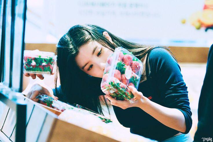 PRISTIN ♡ Xiyeon • Park SiYeon 박시연 (Park JungHyeon 박정현) commute to M!Countdown 170427 #띠띠 #퀸시연 #출근길 #엠카운트다운