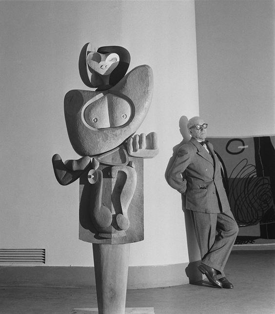 """Le Corbusier et sa Sculpture """" Femme """", 1953"""