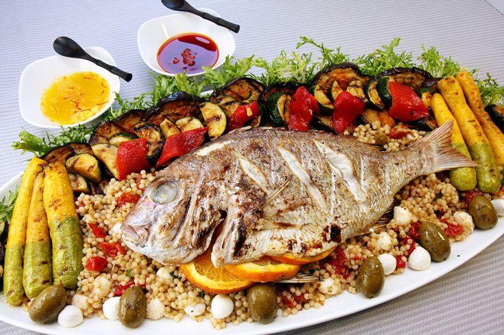 Τσιπούρα γεμιστή στη λαδόκολλα Σήμερα είναι μέρα για ψαράκι που κάνει και πολύ καλό στο οργανισμό. Δείτε τη συνταγή!