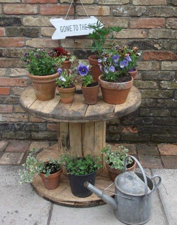 que faire avec un touret usé vintage, rangement pour vos pots de fleurs à mettre à l exterieur