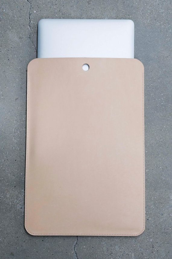 Minimal laptop sleeve 13 NUDE This leather sleeve provides a high protection for…