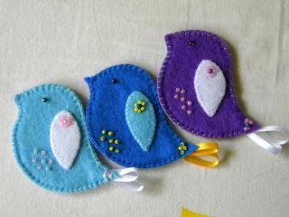 Felt bird handmade broche